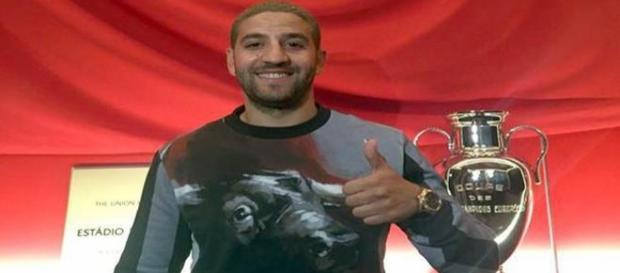 Taarabt já sorri após polémica na Luz