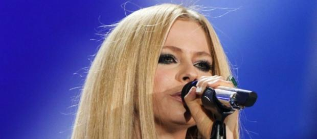 "Avril Lavigne canta ""Fly"" alle Special Olympics."