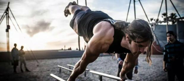 Christian Henkel practicando full planche