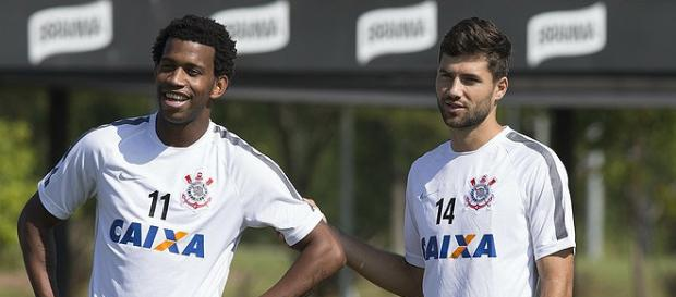 Com retorno de Gil, Corinthians encara o Goiás