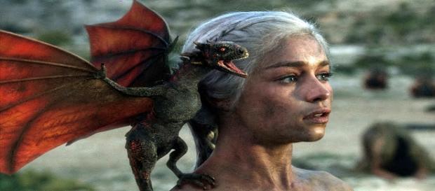 Daenerys Targaryen con Drogon en 'Juego de Tronos'