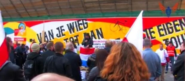 Polacy i Polski z polskimi flagami w Utrechcie