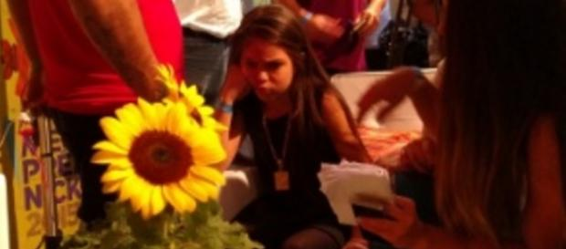 Anitta não dá atenção para Mc Melody