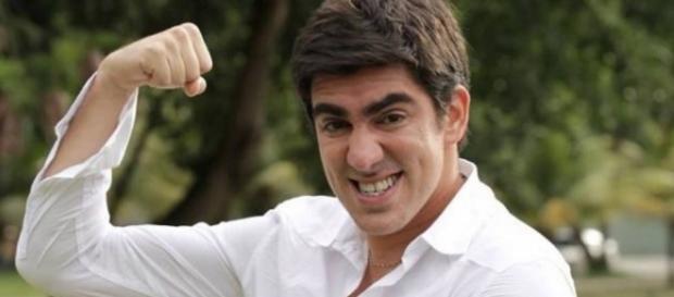 Marcelo Adnet fica irritado por especulações
