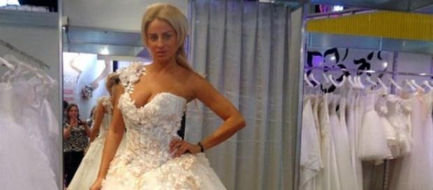 Sânziana Buruiană în rochie de mireasă