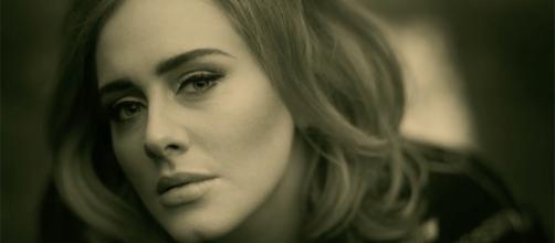 "Adele lança novo single ""Hello"" do álbum ""25"""