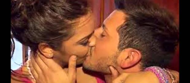 Manu y María besándose en MYHYV
