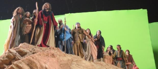 Moisés e o povo hebreu na abertura do Mar Vermelho