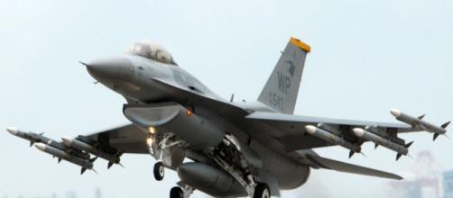 """Avión de combate F16 modelo """"Falcon"""""""
