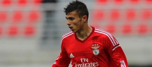 Diogo Gonçalves em destaque no ataque do Benfica