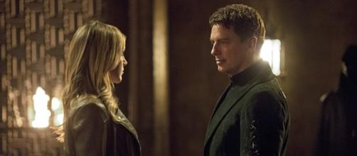 Laurel Lance e Malcolm Merlyn in Arrow 4x03