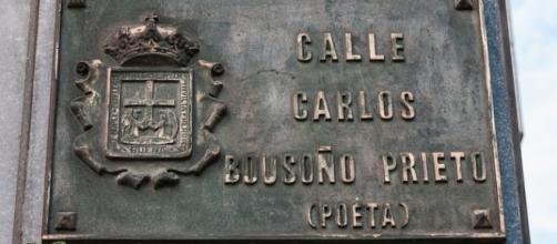 Placa de la Calle Carlos Bousoño de Asturias