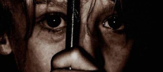 Fetița în vârstă de doi anișori violată