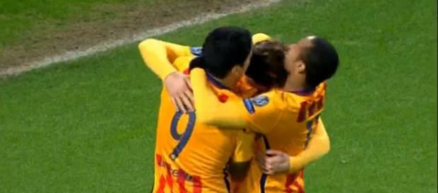 Neymar, Suárez y Rakitic celebran el segundo tanto