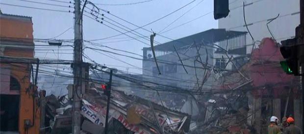 O local ficou totalmente destruído pela explosão.