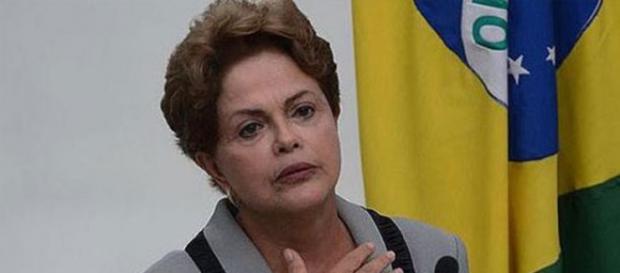 Dilma anuncia cortes e redução de pessoal