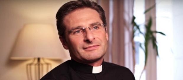 La coraggiosa confessione del prete omosessuale
