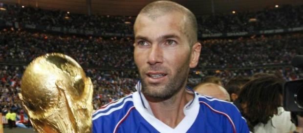 Zidane con la Copa del Mundo de 1998