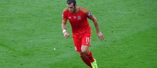 Bale jugando con la selección de Gales