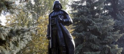 Una estatua de Lenin fue convertida en Lord Vader