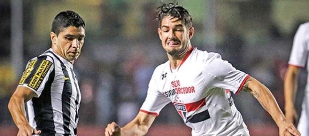 Pato é a principal esperança de gol do São Paulo
