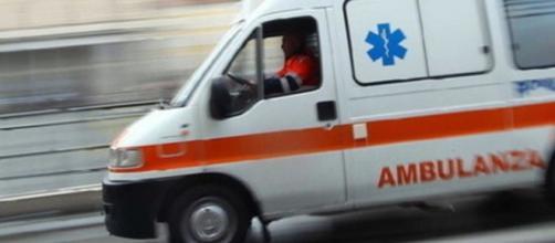 L'ambulanza corre per salvare le vite
