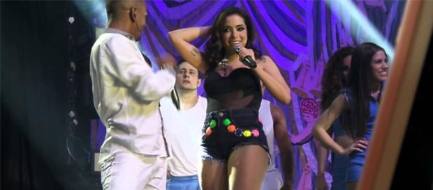 Anitta Bate record no youtube e parceria decola