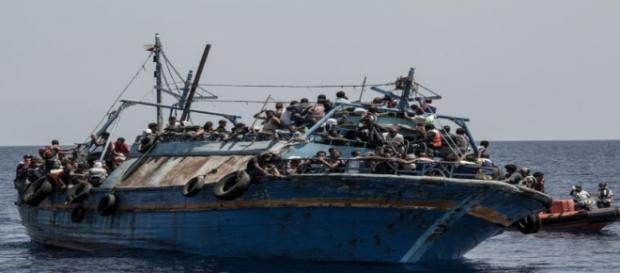 Barco de inmigrantes en el Mediterráneo. MSF