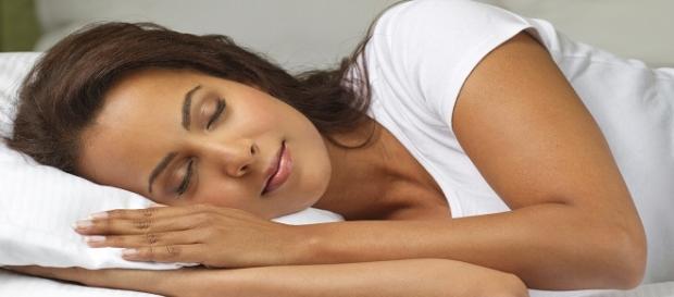 Dormir de lado la postura mas beneficiosa