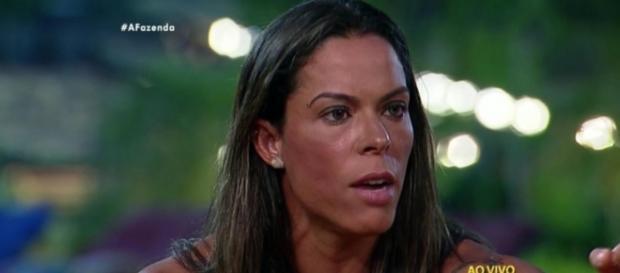 Justus avisa que Rebeca pode ser expulsa