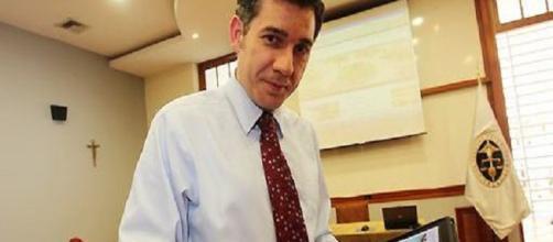 Ramón Salverría, profesor de Periodismo