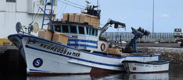 Pesqueiro encalhou a 3 milhas de Sesimbra