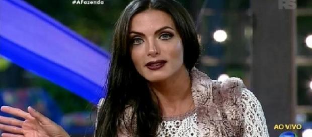 Carla Prata dança e é eliminada de 'A Fazenda'