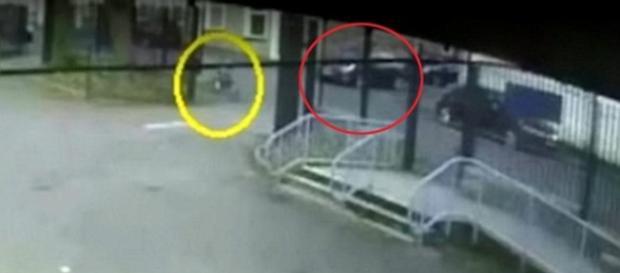 Imagens mostram o homem perseguindo a menina
