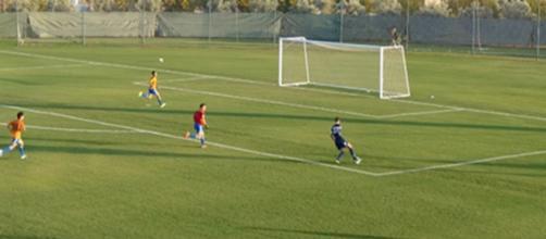 Jogador dinamarquês marca golo de rabona.