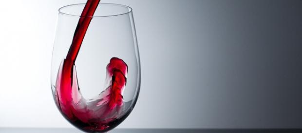 Copa de vino tinto, buena para el corazón