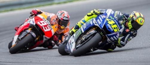 duello Rossi vs Marquez poi la caduta