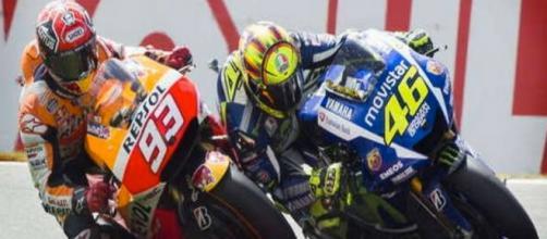 Rossi-Marquez: battaglia senza esclusione di colpi