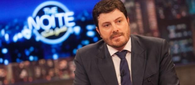 Danilo Gentili está proibido de falar mal de Dilma