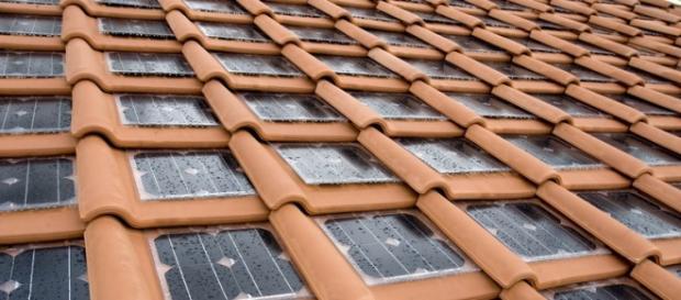 """Exemplo de cobertura com """"telhas solares"""""""