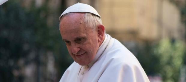 Il Papa non ha un tumore, né benigno, né maligno