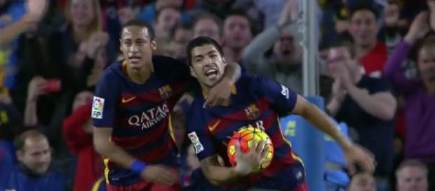 Neymar y Suárez celebran el segundo gol