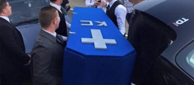 Un tânăr a asistat la propria înmormântare
