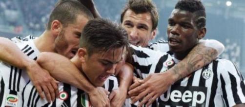 Dybala festeggia la rete contro l'Atalanta.
