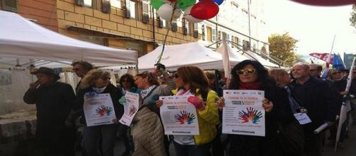 Insegnanti marchigiani sfilano in corteo ad Ancona