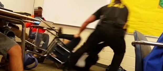 Imagens bem violentas nessa sala de aula