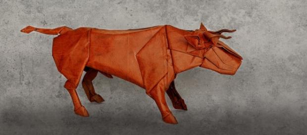 Origami de un toro, de la familia de los bóvinos.