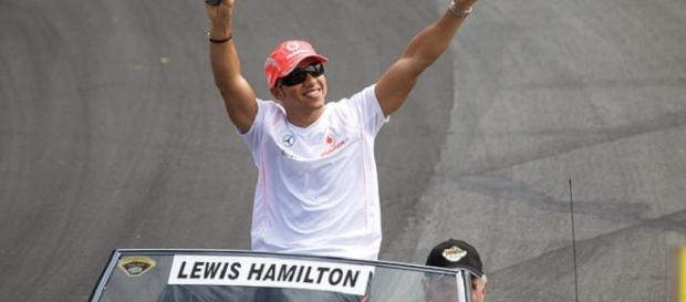 Third world drivers' championship for Hamilton