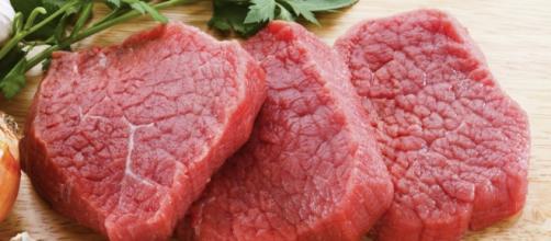 Carne rossa e lavorata a rischio cancro