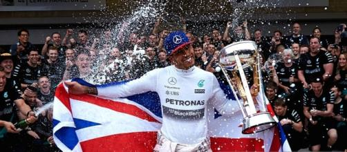 Lewis Hamilton wins third F1 world title
